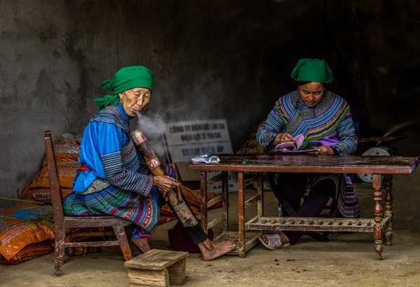 Smoking H'mong Lady with a farmer's pipe thumbnail