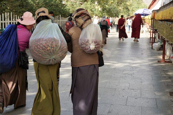 Walking around Lhasa thumbnail