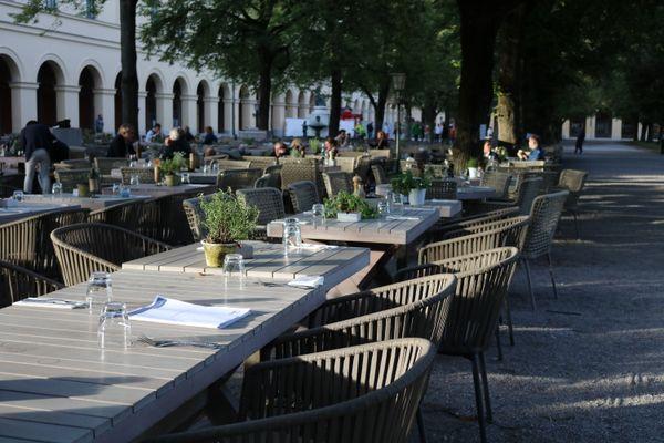 Outdoor café in Munich thumbnail
