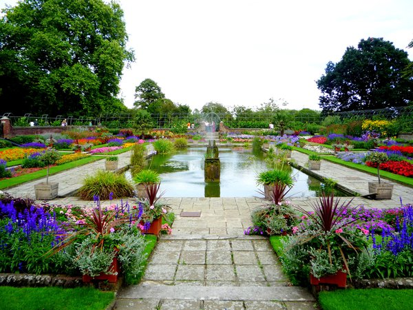 The flower garden at Kensington palace seems as compelling and beautiful as Princess Diana had wanted. thumbnail
