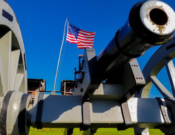Cannon, Barracks and Flag at Old Fort Madison thumbnail