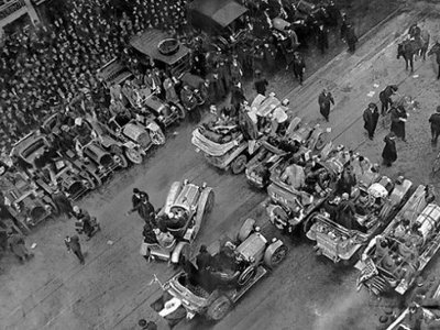 A crowd of 250,000 jammed Times Square to see the start of the race.