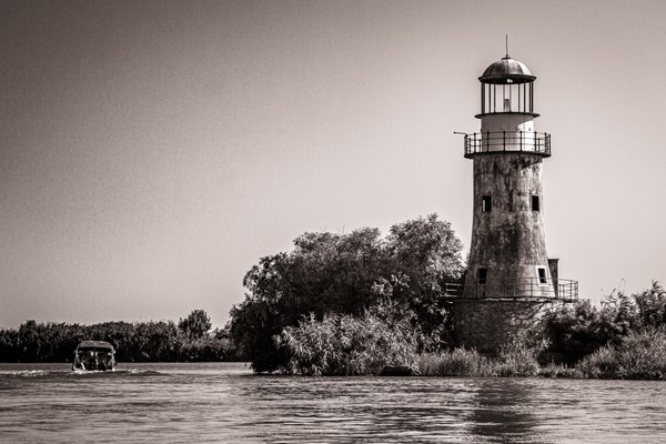 Abandoned lighthouse in the Danube Delta thumbnail