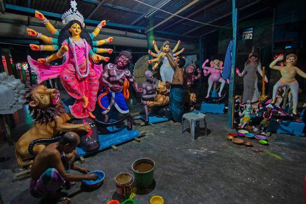 Artisans painting Durga idols thumbnail