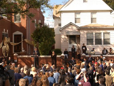 People crowding in front of Selma's House on the opening day of the Louis Armstrong House Museum in 2003.