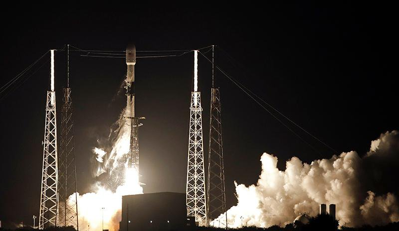 SpaceX Starlink launch-edit.jpg