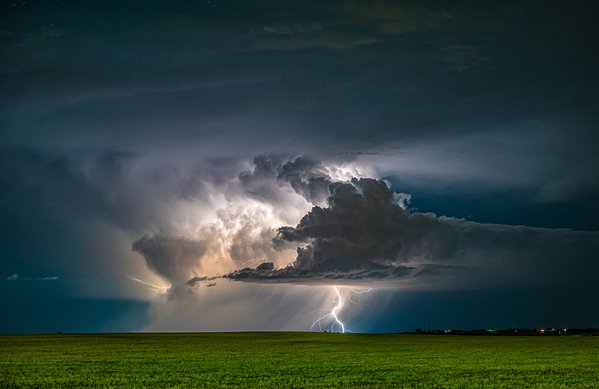 Lightning on the Eastern Plains thumbnail