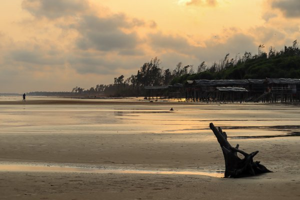 Sunset in Tajpur seabeach, West Bengal, India thumbnail