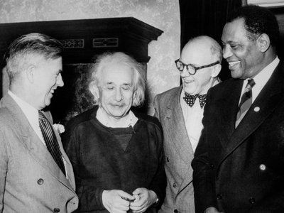 Einstein enjoyed a 20-year friendship with African-American civil rights leader and actor Paul Robeson (far right). Also shown are former vice president Henry Wallace (left) and Lewis L. Wallace of Princeton University (second from right).