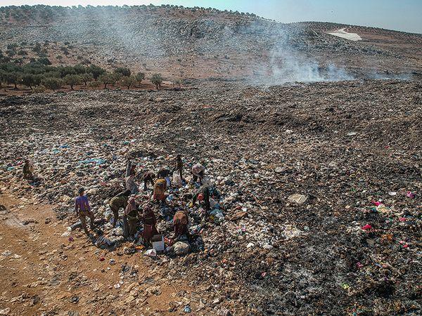 Garbage children in Syria thumbnail