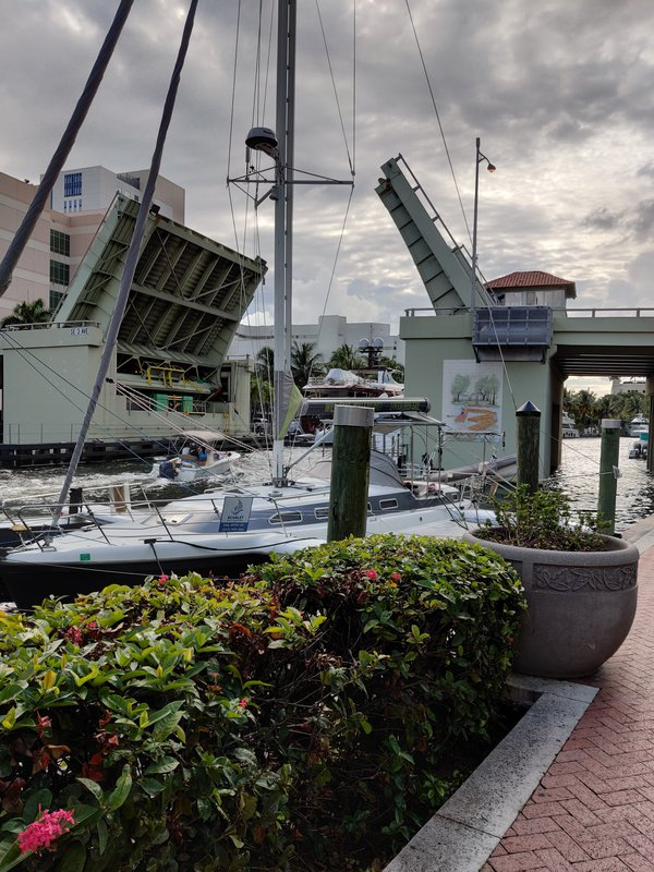 Drawbridge in Fort lauderdalle thumbnail