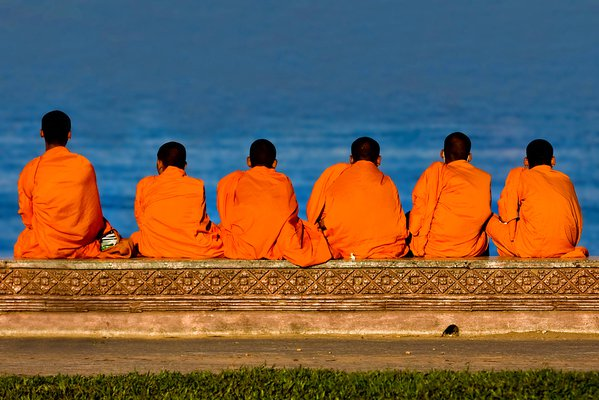 A group of buddhist monks relaxing in Phnom Penh thumbnail