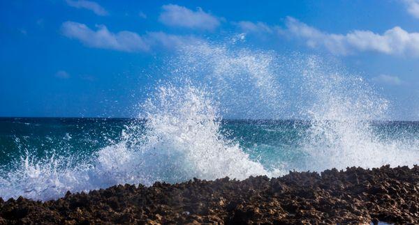 Aruba crashing waves thumbnail