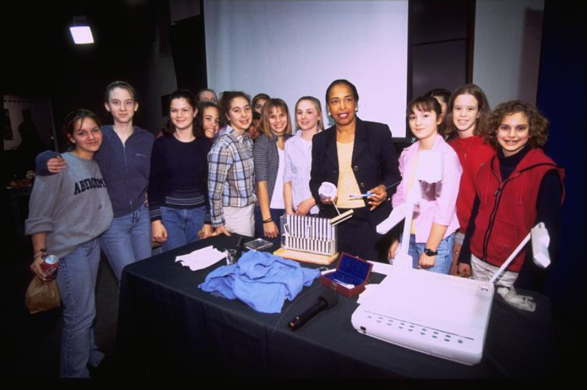 Ophthalmologist Dr. Patricia Bath poses with students at the National Museum of American History in 2000. (National Museum of American History, Archives Center.)