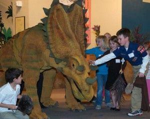 20110520083218Laramidia-Dinosaur-Show-300x238.jpg