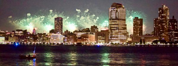 Fireworks over the East River thumbnail