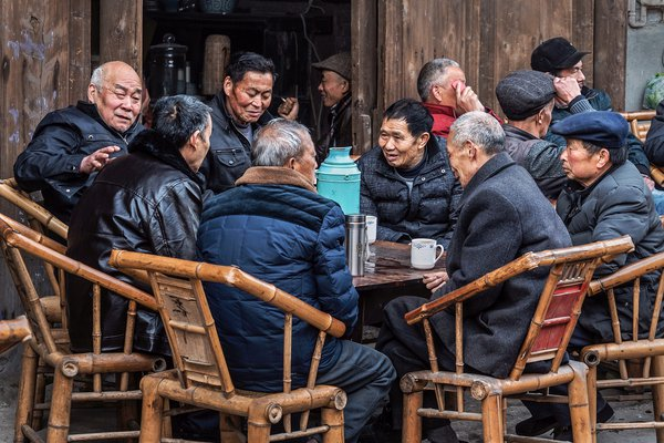 Happy gathering in tea-house thumbnail