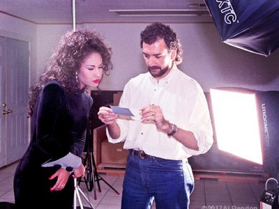 Rendon working on a photoshoot with Selena, 1994. Photo courtesy of Rick Tolar. (NMAH)