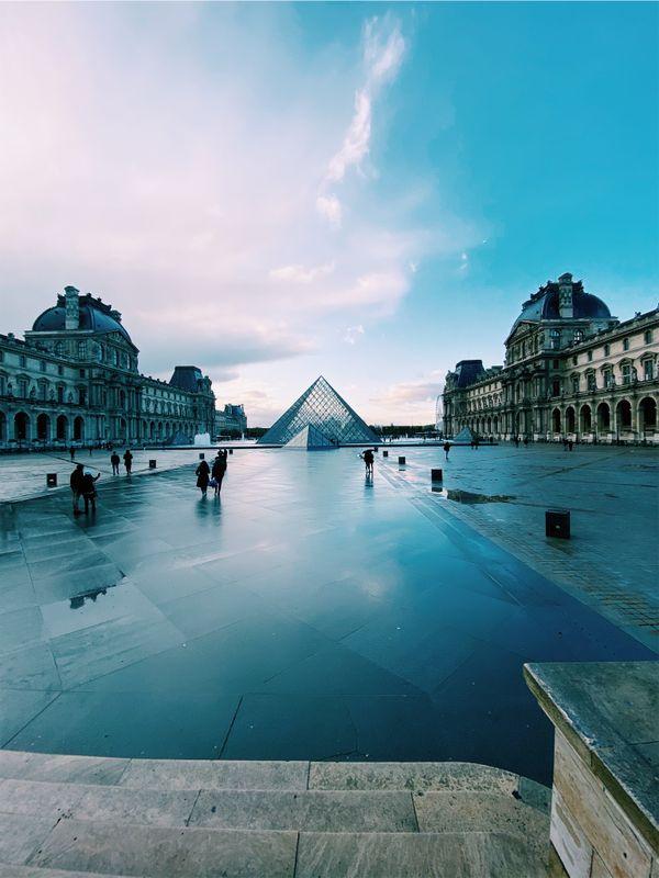 Calmness at the Louvre thumbnail