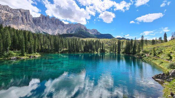 Natual mirror effect of Dolomiti mountain on the lake thumbnail