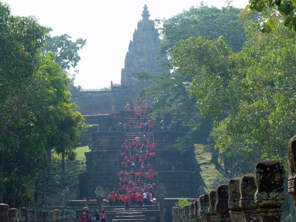 Students visiting a Historic Temple thumbnail