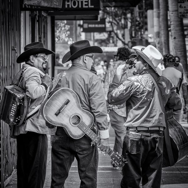 Mariachis in the Mission thumbnail