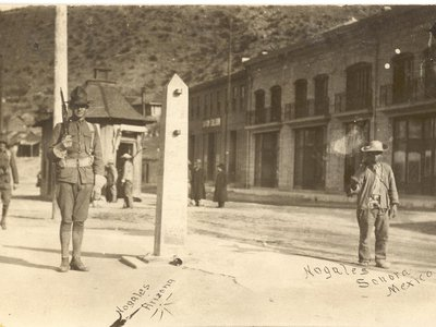 A metal obelisk marked the international border in Ambos Nogales circa 1913. American (left) and Mexican (right) sentries patrolled the line.