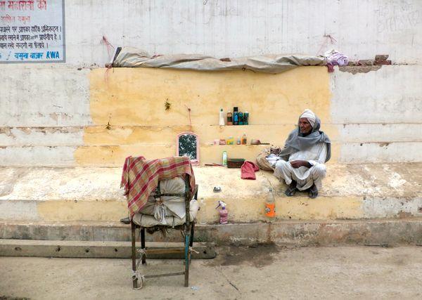 A roadside barber shop in Delhi. thumbnail