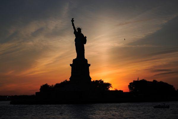 Statue of Liberty Sunset thumbnail