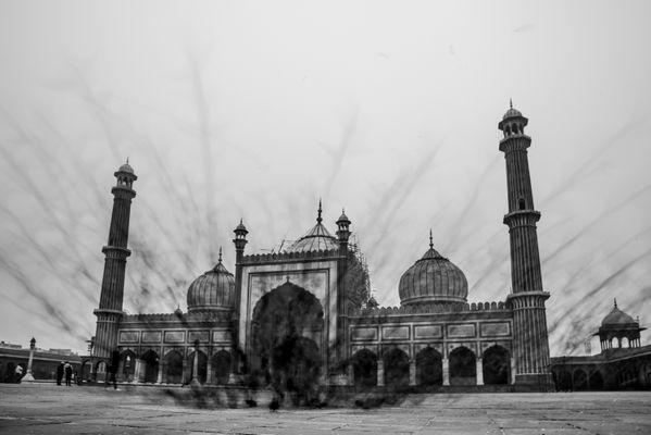 Jama Masjid and the doves thumbnail