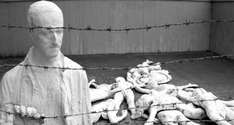 holocaust-survivor-sculpture-470.jpg