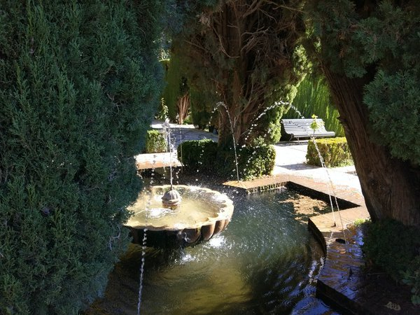 A fountain in the gardens of the Alhambra thumbnail