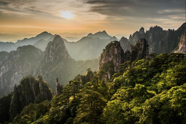 A rising sun on the Yellow Mountain thumbnail