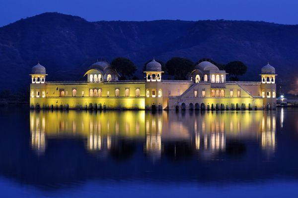 Lake palace thumbnail