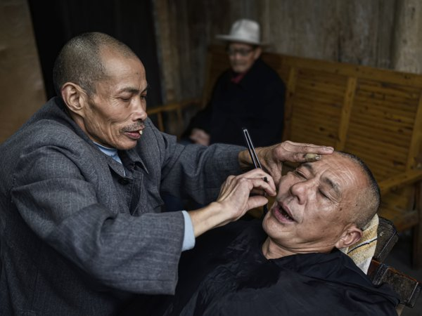 the barber in the countryside thumbnail