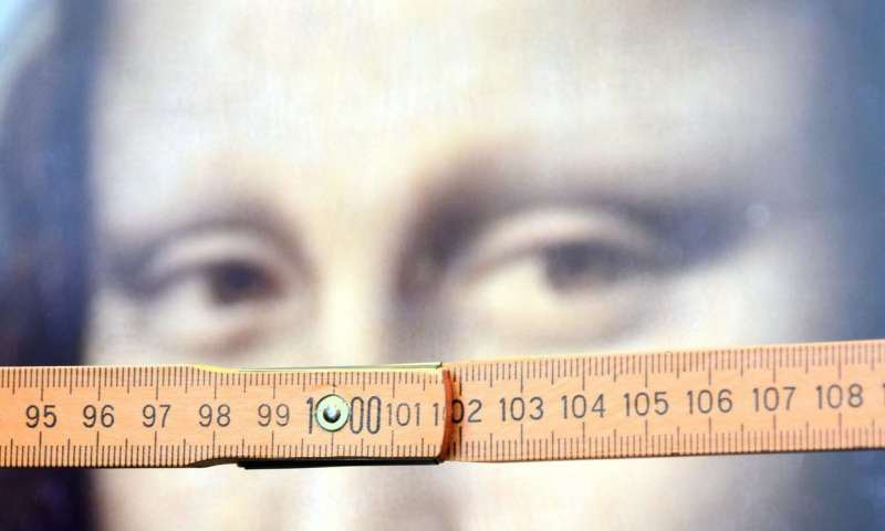 Mona Lisa and a Ruler