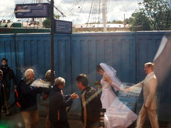 bride and groom in Saint Petersburg thumbnail