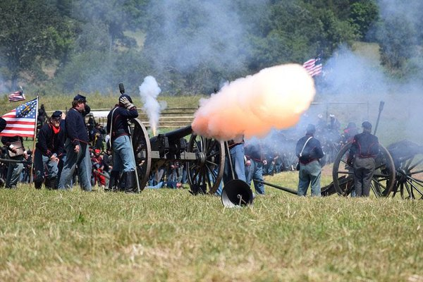 cannon fire at Gettysburg thumbnail