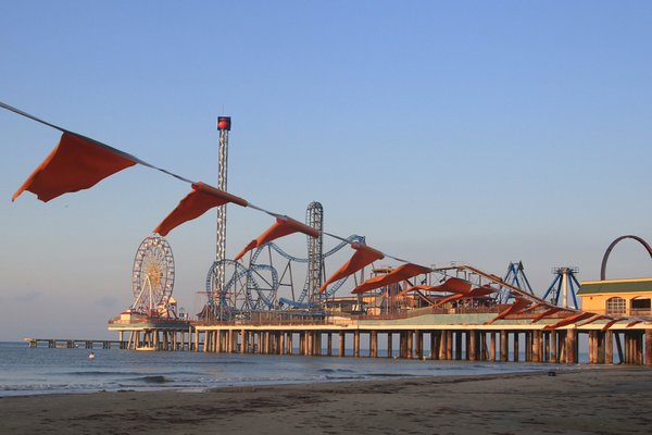 Pleasure Pier at Dawn thumbnail