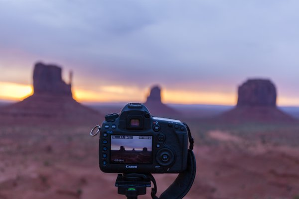 Capturing Monument valley's sunrise !!! thumbnail