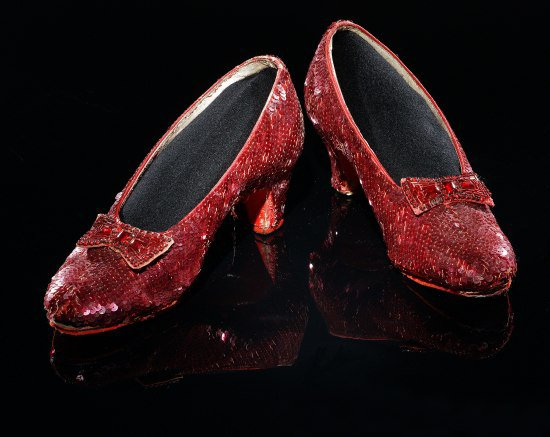 Sequined red shoes with bows