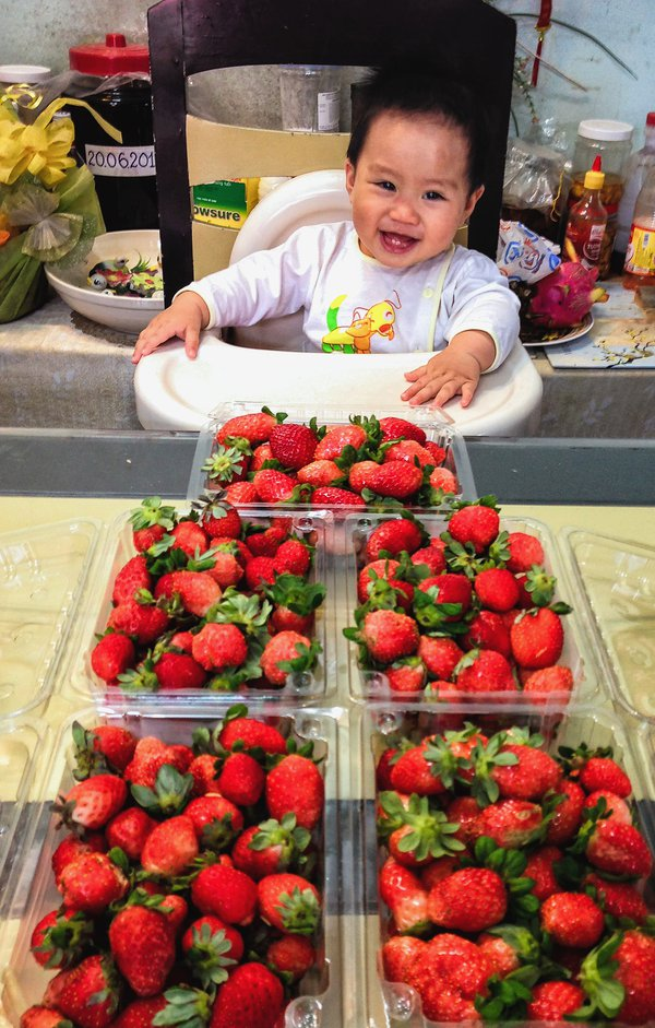 BABY AND STRAWBERRIES thumbnail