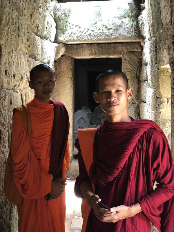 Monks visiting in Ankor Wat thumbnail