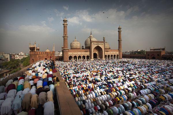 Devotees at Jama Masjid  thumbnail