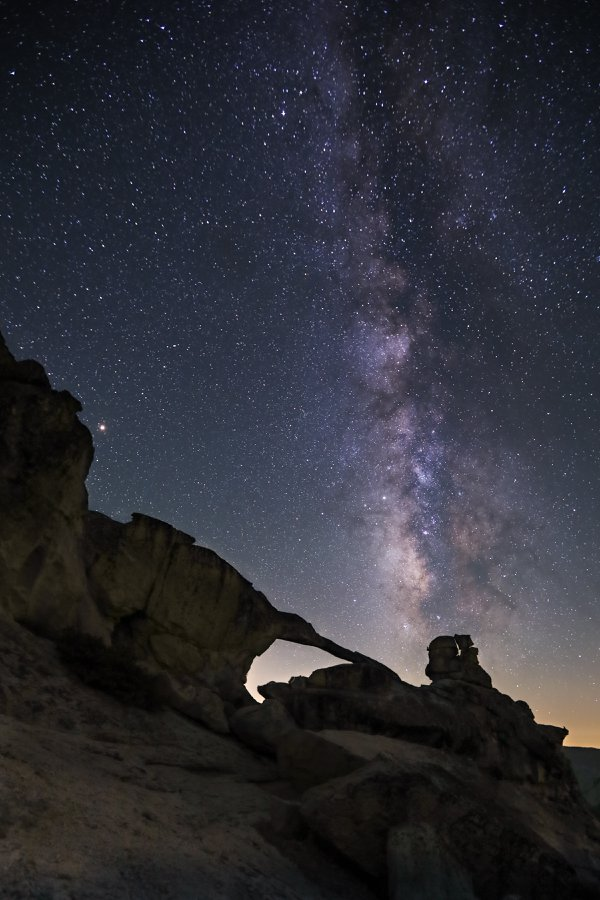 Arch Under the Milky Way thumbnail