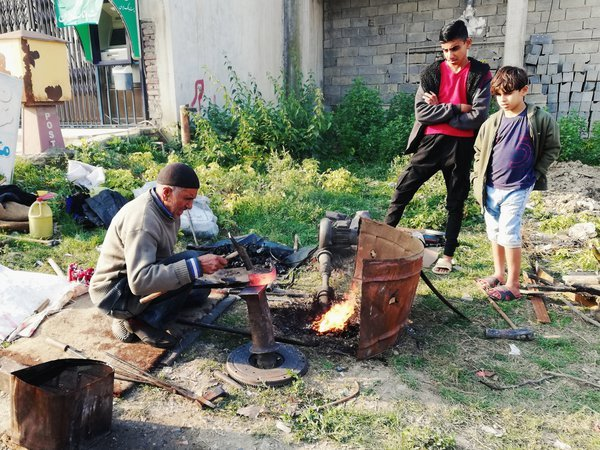 The last Iranian street blacksmith with kids thumbnail