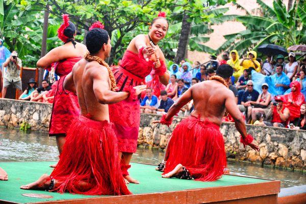 Performers at Polynesian Cultural Center in Hawaii thumbnail