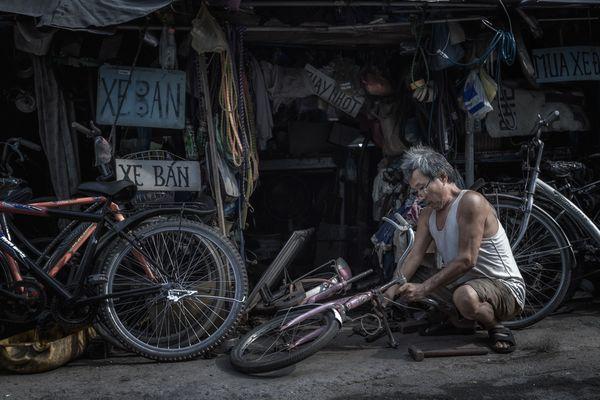 Bicycle repair shop thumbnail