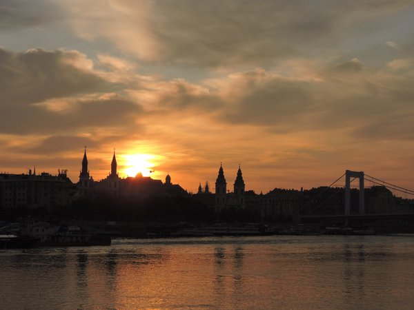 Sunrise over Budapest thumbnail