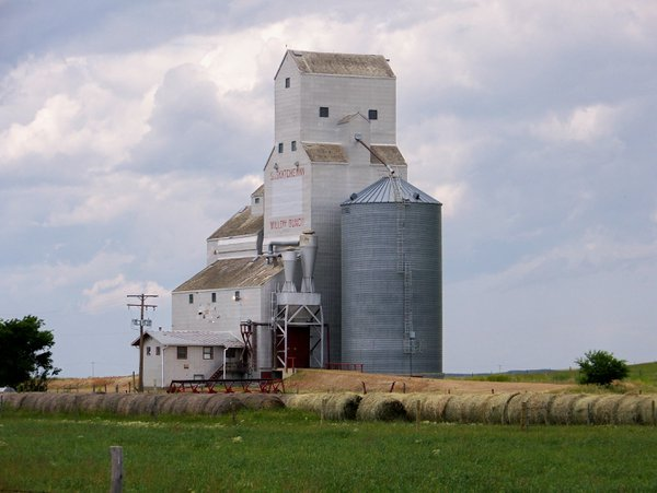 Old abandoned grain silo.. thumbnail